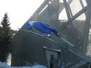 Памятник летающему лыжнику рядом с трамплином в Холменколлене